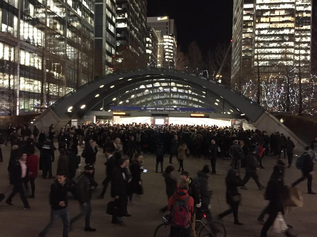 Canary Wharf station crowd