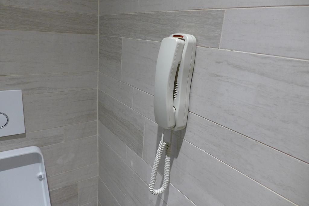 Loo telephone