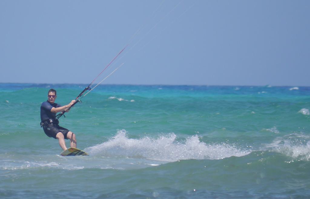 Me kitesurfing