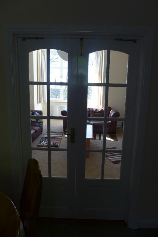 Dividing doors