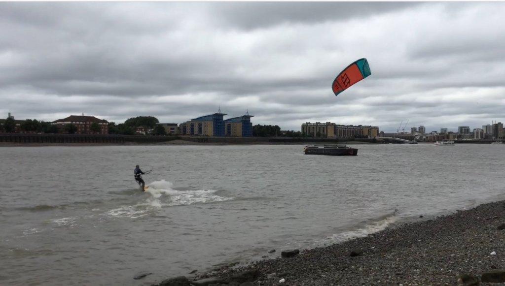 River thames kiteboarding